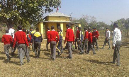विद्यार्थीहरुद्वारा शिव मन्दिरको  सरसफाई
