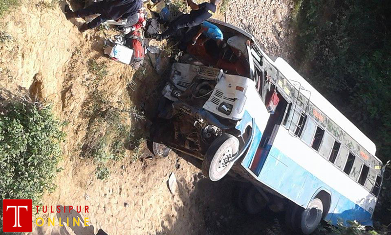 राजमार्गमा फेरी अर्काे बस दुर्घटना, दुई यात्रुको मृत्यु