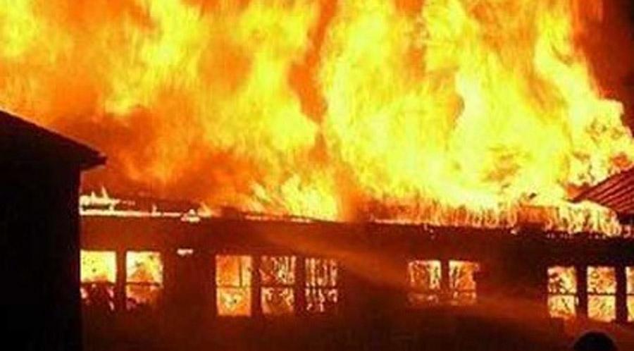 रोल्पामा आगलागी हुदा घर पूर्णरुपमा नष्ट