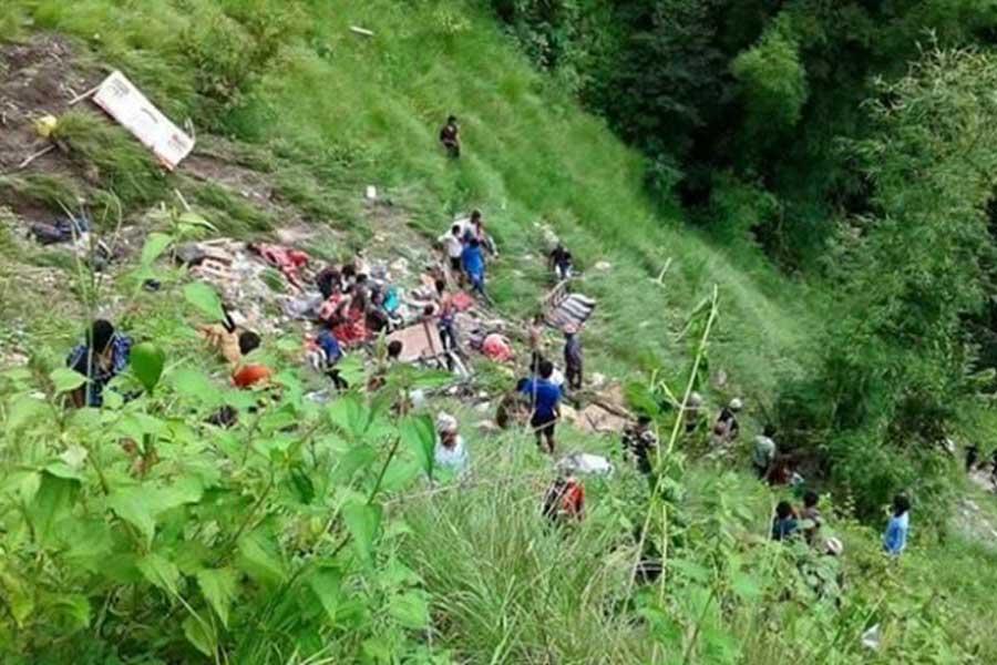 डडेलधुरामा बस दुर्घटना: ६ को मृत्यु, २५ जनाभन्दा बढी घाइते