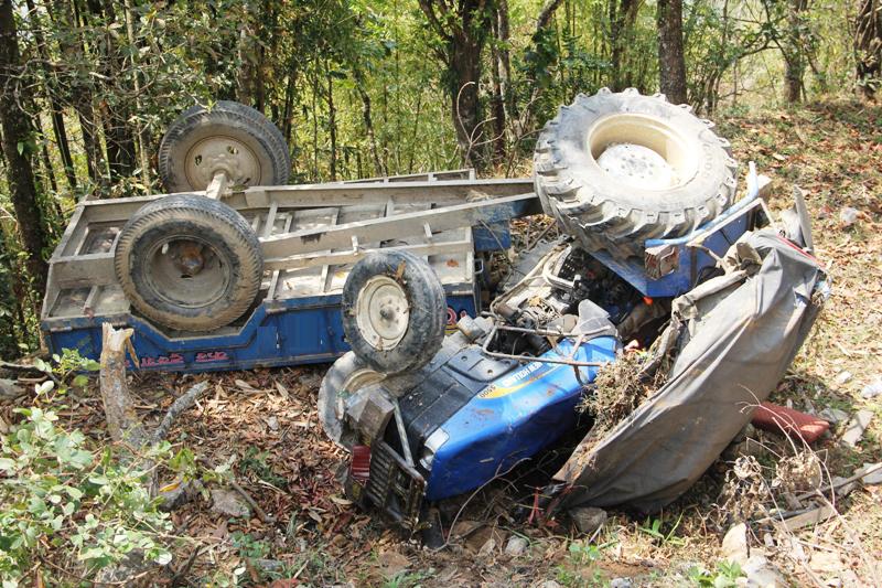 ट्रेक्टर दुर्घटना हुँदा दुईको घटनास्थलमै मृत्यु