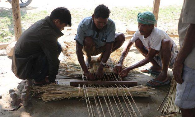 बड्का सिसहनियामा सरसफाई तथा परम्परागत खर्रा विनाई सुरु