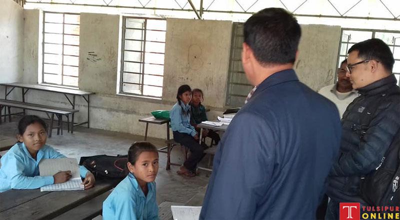 पाँच कक्षामा चारजना विद्यार्थी पढाउँदै शिक्षक,बाउन्न जना विद्यार्थीले चलेको स्कूल