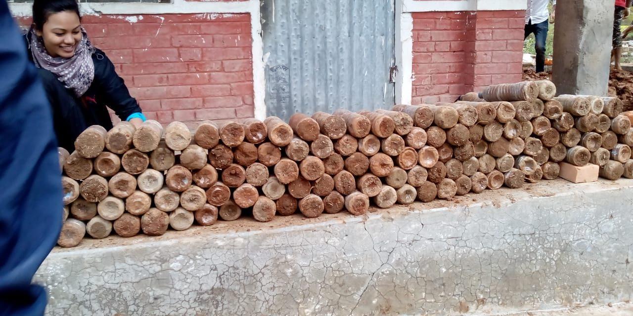 तुलसीपुरमा मिनरलका बोतलबाट बिद्यालय भवन निर्माण शुरु
