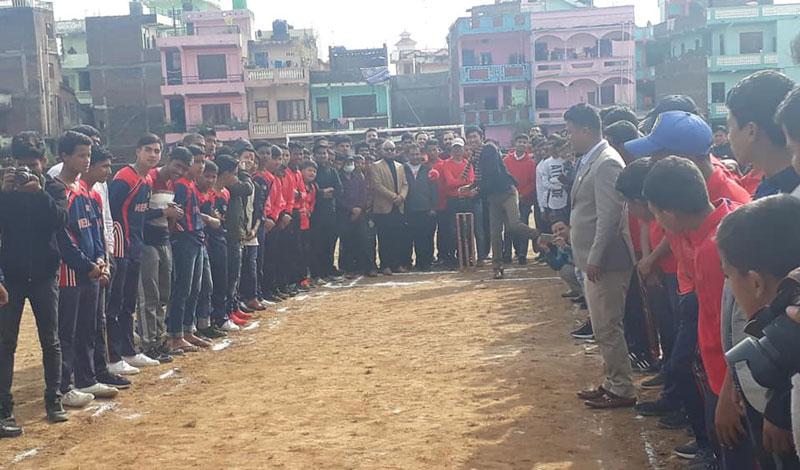 तुलसीपुरको क्रिकेट प्रतियोगितामा शक्ति गौचनको बलिङ