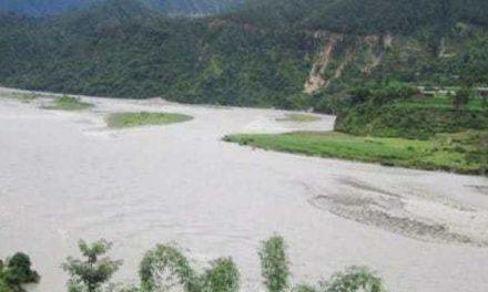 नेपालगञ्जबाट रुकुम जाँदै गरेको बस भेरी नदीमा खस्दा चार जनाको मृत्यु