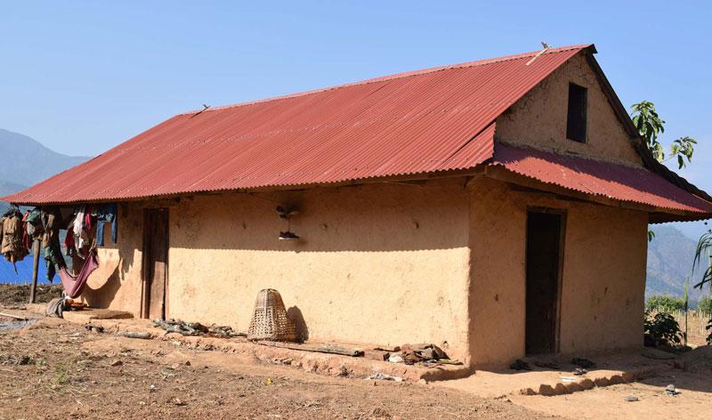 रोल्पाको एक गाउँपालिकाले चारसय खरको छानो हटाउने