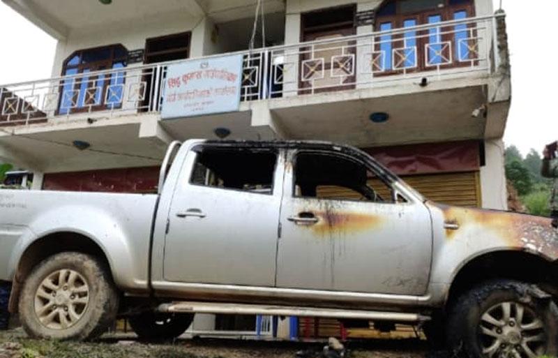 कुमाख गाउँपालिकाको गाडिमा आगजनी