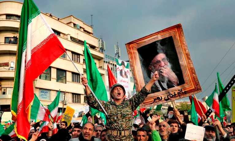 इरानमा सरकार विरोधी प्रदर्शन चर्कँदै, सर्वोच्च नेता खामनेईविरुद्ध नाराबाजी