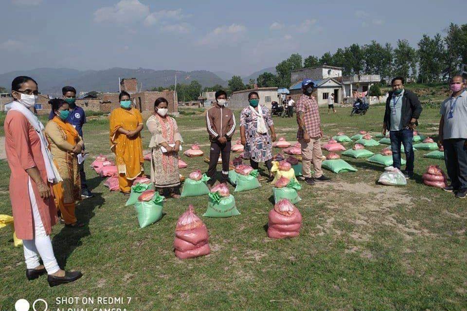 महिला सामुदायिक लघुवित्तद्वारा खाद्यान्न वितरण