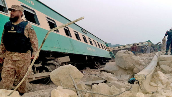रेल दुर्घटनामा परी ३० को मृत्यु, ५० बढी घाइते