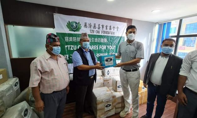 तुलसीपुर मेट्रो हस्पिटललाई ४६ लाख बराबरको स्वास्थ्य उपकरण सहयोग