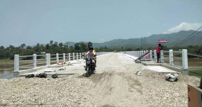 पुल नहुँदा स्थानीयलाई सास्ती, ठेकेदारको बदमासी र सरकारी निकायको मौनता